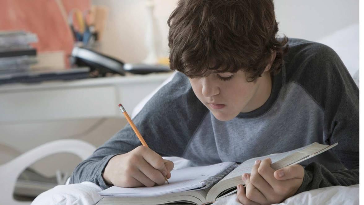 adolescente-escribiendo