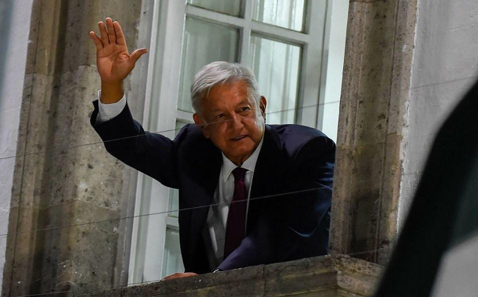 El presidente López Obrador desde su ventana