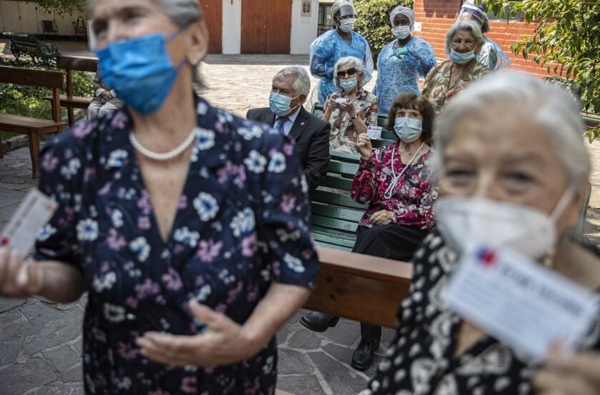 Planes de vacunación serán clave: caso de Chile