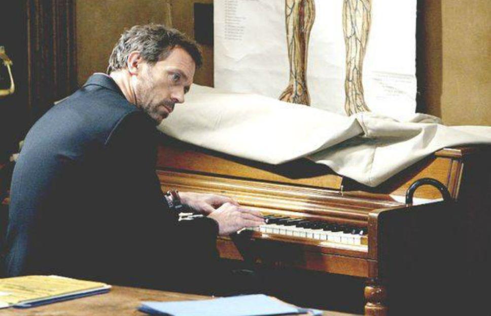 EFEMÉRIDE MUSICAL | Hugh Laurie