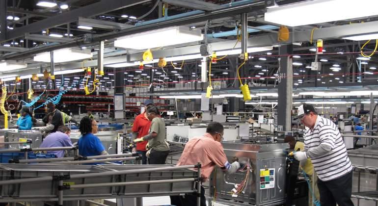 El sector manufacturero registra resultados contrastantes en empleo, horas trabajadas y remuneraciones promedio