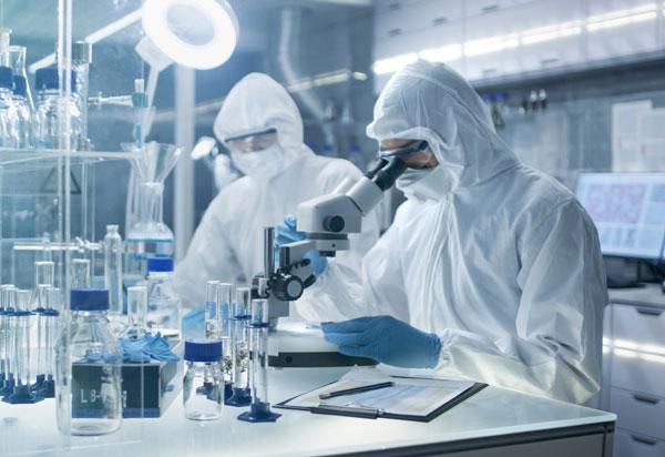 cientifico en laboratorio
